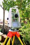 Ankieta instrumentu geodezyjny przyrząd, sumy stacja obrazy stock