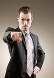 anklaga peka för affärsmanfinger som är allvarligt royaltyfria foton