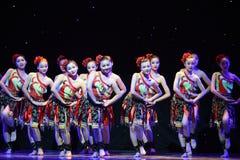 Anklets танц-идя между народным танцем гор и национальности рек-Дуна стоковые изображения rf