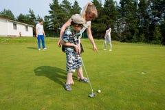 Anknyter Mästarklass i golf arkivbilder