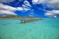 ankommande ö till tropiskt arkivbild