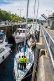 Ankommande fartyg i Seattle Ballard Locks arkivbild