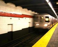 Ankommende Untergrundbahn Stockfotos