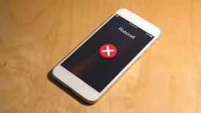 Ankommender Telefonanruf von robocaller Zahl wird gesunken stock video