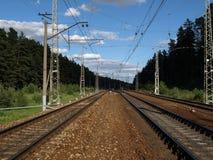 ankommer plattformsjärnvägen som ska utbildas arkivfoto