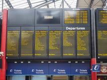 Ankomster och avvikelseschema i Liverpool royaltyfria bilder