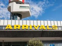 Ankomster på flygplatsen Fotografering för Bildbyråer