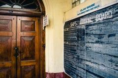 Ankomsterna stiger ombord i klanhuset, Galle, Sri Lanka All passenge Royaltyfria Bilder