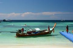 Ankomstpir på den Pattaya stranden Ko Lipe Satun landskap thailand Arkivfoto