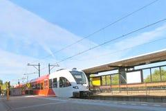 Ankunft des Zugs an der Station Stockfoto