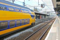 Ankunft des Zugs an der Station Lizenzfreie Stockbilder