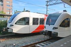 Ankunft des Zugs an der Station Stockbilder