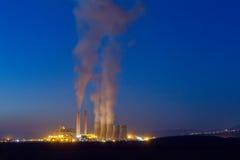 Anlage des elektrischen Stroms in Kozani Griechenland Langsame Belichtungszeit Lizenzfreie Stockfotos