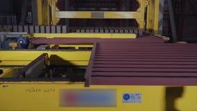 Anlage für die Produktion von Ziegelsteinen Anlage für ProduktionsBaumaterial mit bereitem Ziegelstein, Bau industriell stock footage