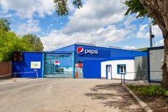 Anlage PepsiCo Inc. an einem sonnigen Tag gegen den blauen Himmel Lizenzfreie Stockfotografie