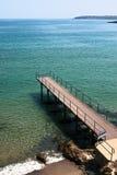 Anlegeplatz geht zum sauberen und freien Meer Lizenzfreies Stockfoto