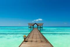 Anlegestelle über dem Indischen Ozean lizenzfreie stockfotografie