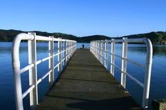 Anlegestelle über Wasser Stockfoto