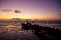 Anlegestelle am Sonnenuntergang Stockfotos