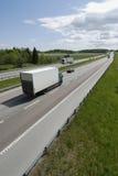 Anlieferung-Packwagen auf Datenbahn lizenzfreie stockfotografie