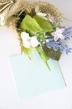 Anmärkning för blankt papper med blommor Royaltyfria Bilder