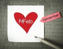 Anmärkning med 14 februari och blyertspennan Arkivbilder