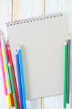 Anmärkning och blyertspennor Royaltyfri Fotografi