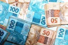 Anmärkningar av 50 och 100 reais från Brasilien Royaltyfri Foto