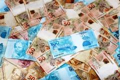 Anmärkningar av 50 och 100 reais från Brasilien Royaltyfria Bilder
