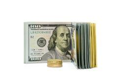 Anmärkningar av US dollar och mynt Arkivfoto