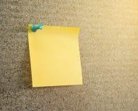 Anmärkningar på corkboard Arkivbilder