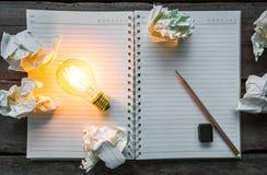 Anmärkningsbok och ljus kula Fotografering för Bildbyråer