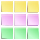 Anmärkningspapper täcker olika färger Arkivfoto