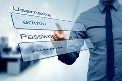 Anmeldungskasten - Finger, der Benutzername- und Passwortfelder drückt Stockfotografie