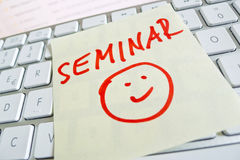 Anmerkung über Computertastatur: Seminar Stockbild