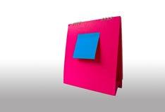 Anmerkung über rosafarbenen Kalender Lizenzfreie Stockbilder
