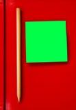 Anmerkung über rotes Notizbuch Lizenzfreie Stockbilder