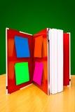 Anmerkung über rotes Notizbuch Stockbilder