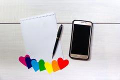 Anmerkung mit Raum für Stift- und Zelltext mit Herzen der Verschiedenartigkeit stockbilder