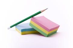 Anmerkungen und Bleistift Stockfotos