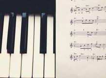 Anmerkungen und Klavier Stockfotografie