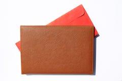 Anmerkungsbuch mit rotem Umschlag nach innen Stockfotografie