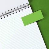 Anmerkungspapier auf Notizbuch Lizenzfreie Stockbilder