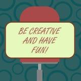 Anmerkungsvertretung schreibend, seien Sie kreativ und haben Sie Spaß Geschäftsfoto, welches die glücklichen schaffenden neuen Sa stock abbildung