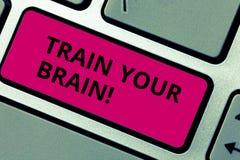Anmerkungsvertretung Zug Ihr Gehirn schreiben Die Geschäftsfotopräsentation erziehen sich, Neuerkenntnis zu erhalten, Fähigkeiten lizenzfreies stockfoto