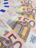 Annäherung stapelte 50 Euroanmerkungen Stockfotografie