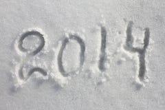 Année 2014 écrite dans la neige pour Noël Images libres de droits