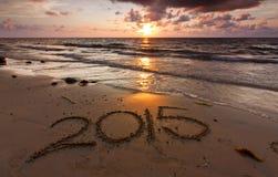 Année 2015 écrite sur le sable Photographie stock