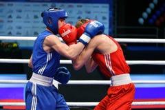 Année d'Orenbourg, Russie 7 mai 2017 : Les boxeurs de garçons concurrencent Image libre de droits