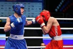 Année d'Orenbourg, Russie 7 mai 2017 : Les boxeurs de garçons concurrencent Photos stock